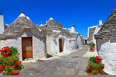 Unique Trulli houses with conical roofs in Alberobello, Italy — Stock Photo