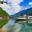 Scenic Alpine lakes - Hallstatt,Austria — Stock Photo