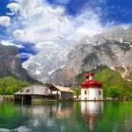 Beautiful Alpine scenery -crystal lake Konigsee with small chuch — Stock Photo
