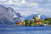 Beautiful lago di Garda, north of Italy. view with castle in Mal — Zdjęcie stockowe