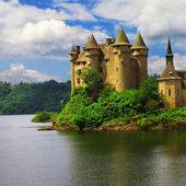 Beautiful fairy castle in lake - Chateau de Val, France — Stok fotoğraf