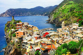 Scenic Ligurian coast of Italy - Vernazza village, Cinque terre — Stock Photo