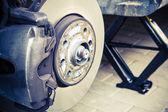Repairing brakes on car — Stock Photo