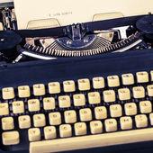 Papel na máquina de escrever — Fotografia Stock