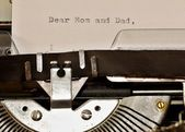 Text Dear Mom and Dad typed on old typewriter — Stock Photo