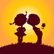 Sunset silhouettes of kissing boy and girl — Stock Vector