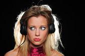Adolescente com fones de ouvido — Foto Stock