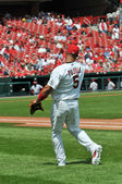 Albert Pujols at Busch Stadium throwing the ball — Stock Photo