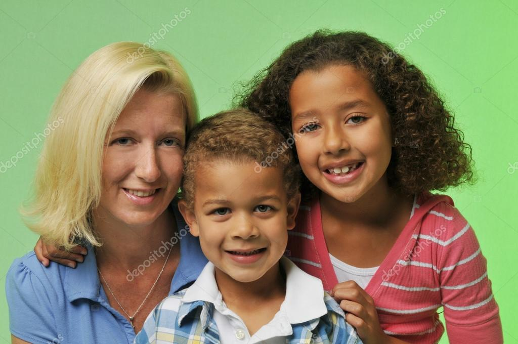 Mother and childrens portrait isolated on a green background — Stock Photo #13415684