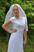 молодая невеста на открытом воздухе — Стоковое фото