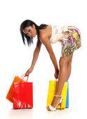 カラフルな買い物袋をもつ若い黒人女性 — ストック写真
