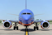 A Southwest Airlines airplane arrives at the gate at Lambert Sa — Stock Photo