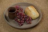 Stilleven met druiven, wijn en brood — Stockfoto