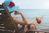 Woman and cocktail — Stock Photo