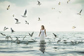 Beautiful woman and seaguls on the beach — Foto de Stock