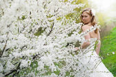 Beautiful bride in spring blossom — Стоковое фото