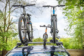 Car with bicycles on it — Foto de Stock