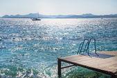 Muelle de madera y vistas al mar — Foto de Stock