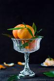 Die mandarinen in einer vase — Stockfoto