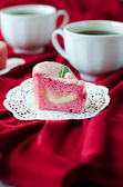 Cake in the shape of a heart for St. Valentine's Day — 图库照片