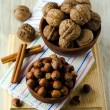 Walnuts and hazelnuts — Stock Photo
