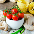 Fresh tomatoes , mushrooms and pasta — Stock Photo
