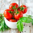 Fresh tomatoes , tarragon , onion and spinach — Stock Photo