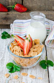 Corn flakes with strawberry and milk — Stock Photo