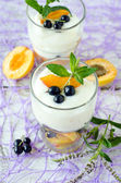 Cream dessert with fruit and berries — Stockfoto