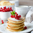 Foto de Stock  : Pancakes with berries