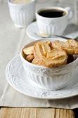 Ciasteczka ciasto francuskie i filiżankę kawy — Zdjęcie stockowe