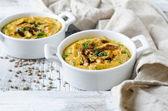 Pumpa grädde soppa med linser — Stockfoto