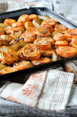 Carrots baked with onions — Stockfoto