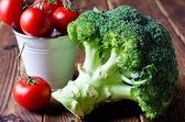 Raw broccoli, tomatoes — Stock Photo