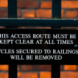 Close-up image of warning sign for cyclist in a college in Cambridge, engalnd UK — Stock Photo