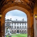 Enterance door to King's college Cambridge University — Stock Photo