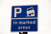 Curb Parking sign in side street in Cambridge UK — Stock Photo
