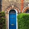 Arched blue door of victorian english house, UK — Stock Photo #26469573
