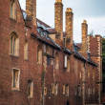 Narrow Cambridge street Narrow street between buildings in Cambridge, England (UK). — Stock Photo #26482077