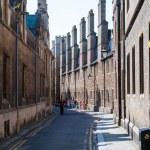 Narrow street between buildings in Cambride, England, UK — Stock Photo #47637315