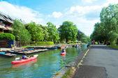 Canoeing in river cam, Cambridge, England, UK — Stock Photo