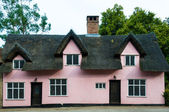 Thatched terracotta cottage of rural England, UK — Stock Photo