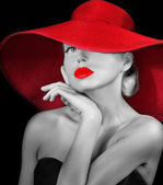 Bella ragazza con cappello rosso — Foto Stock