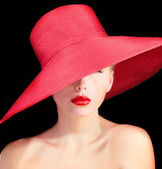 Beautiful mysterious woman with red lips and in hat — Stockfoto