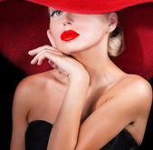 Classy lady in red hat — Stockfoto