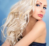 Beautiful woman with blue eyes — Stock Photo