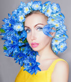 Beautiful girl with blue flowers — Stockfoto