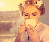 Woman drinking coffee — Foto Stock