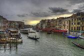 Grand canal rialto köprüsü venedik, i̇talya — Stok fotoğraf