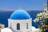 Traditional Greek white church in Oia village,Santorini,Greece — Stock Photo